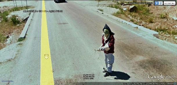8 Amazing Pictures Captured By Google Street View Cameras