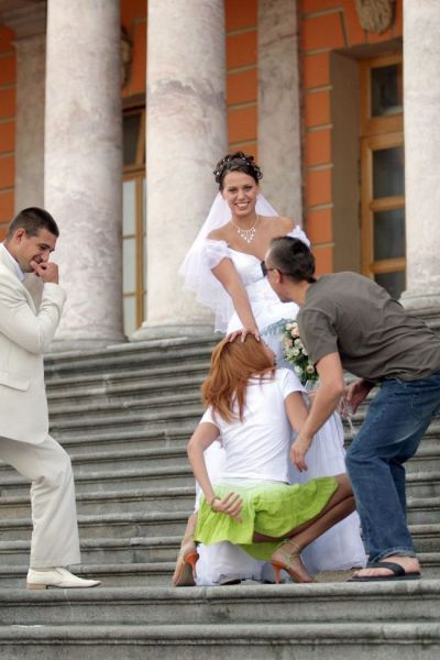 32 Tragically Awkward Wedding Photos
