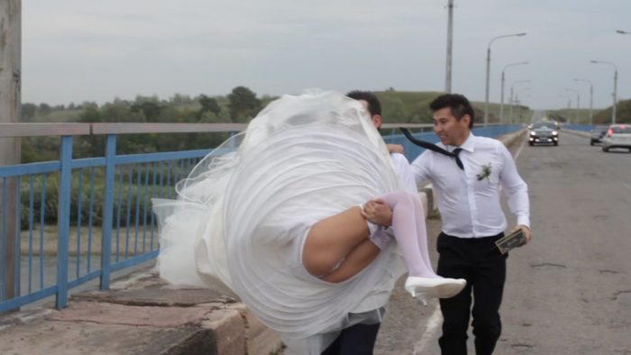 54 Tragically Awkward Wedding Photos