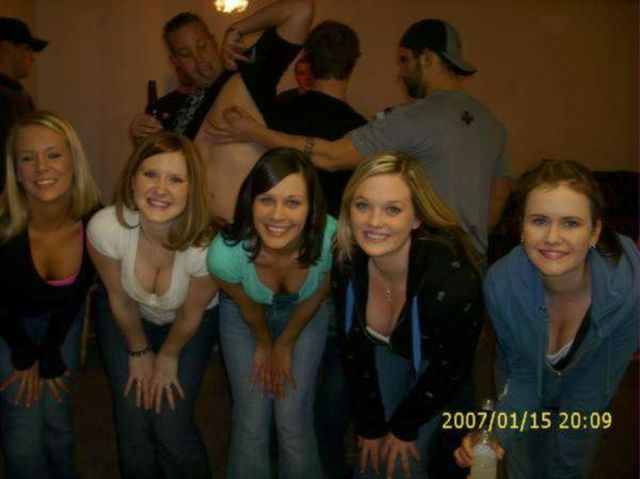 Very Funny And Awkward PhotoBombs (25 Pictures)