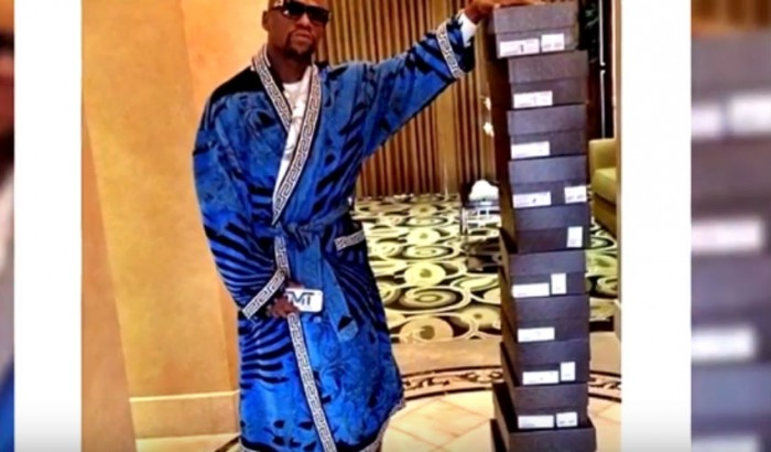 9 Photos of Floyd Mayweather That Proved Money Can't Buy Class