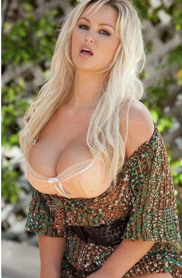 15 Hottest Girls In The Porn Industry