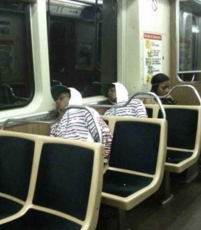 20 People Who Accidentally Met Their Twins And Other Malfunctions In The Matrix