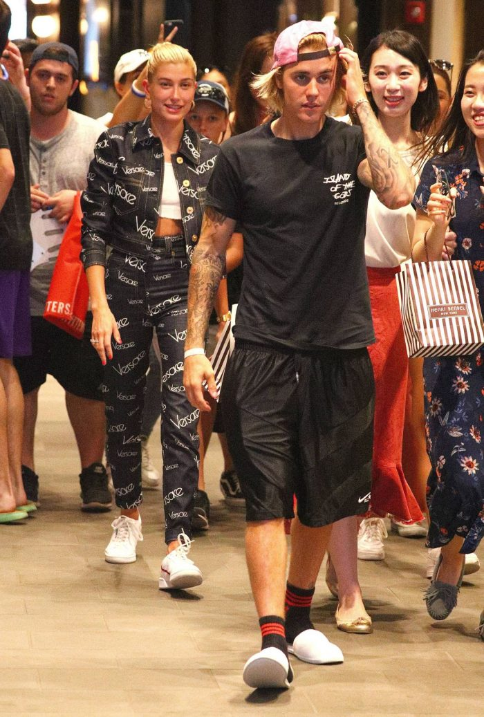 7 Photos Of Hailey Baldwin And Justin Bieber Get Mobbed By Fans – Dumbo In Brooklyn 07/05/2018