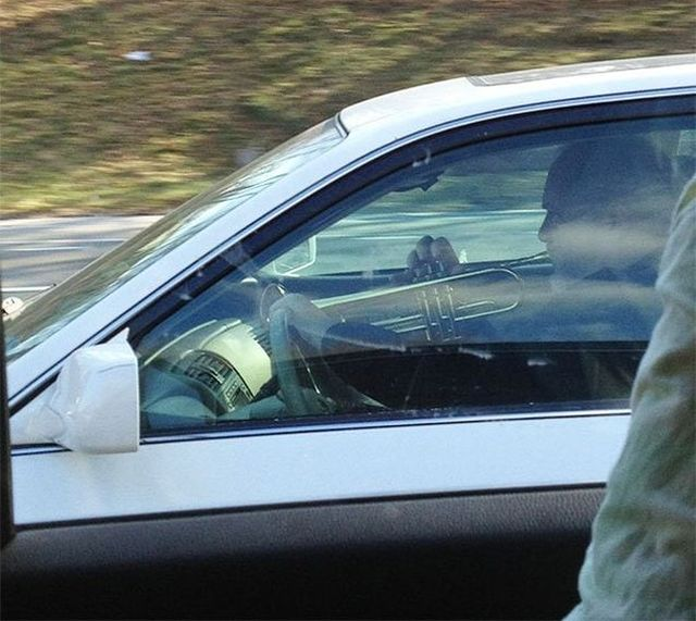 24 Strange And Funny Situations Shot From Car Windows