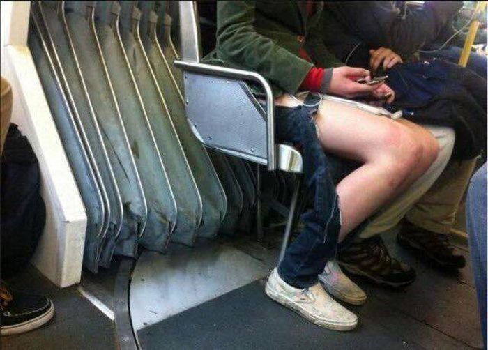 23+ People Who Feel Very Fond Of Wearing Ripped Jeans
