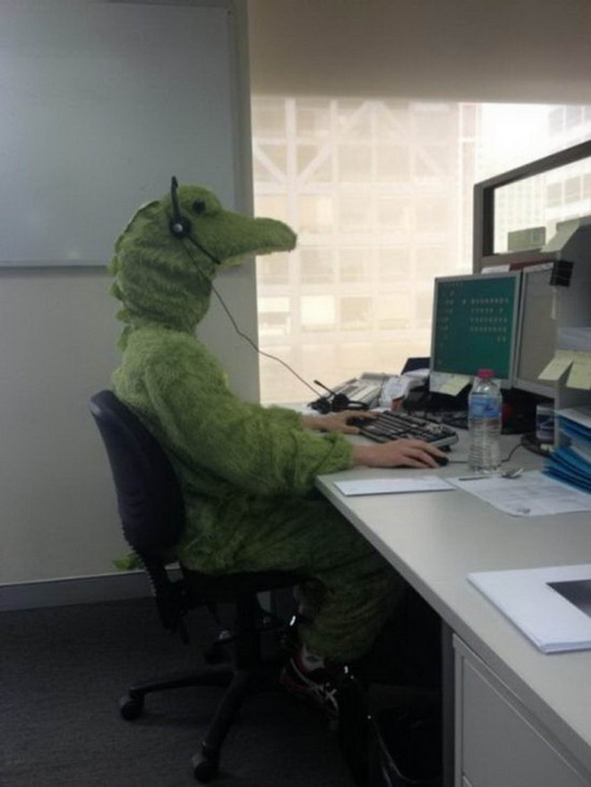 29 Funny Pictures Taken At A Boring Workplace