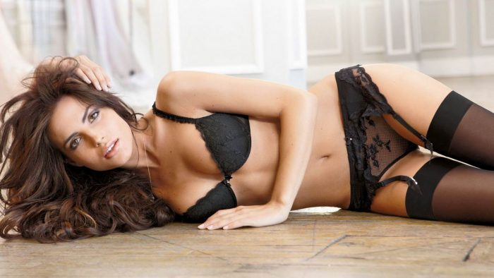 33 Pretty Lingerie Girls To Make Your Day