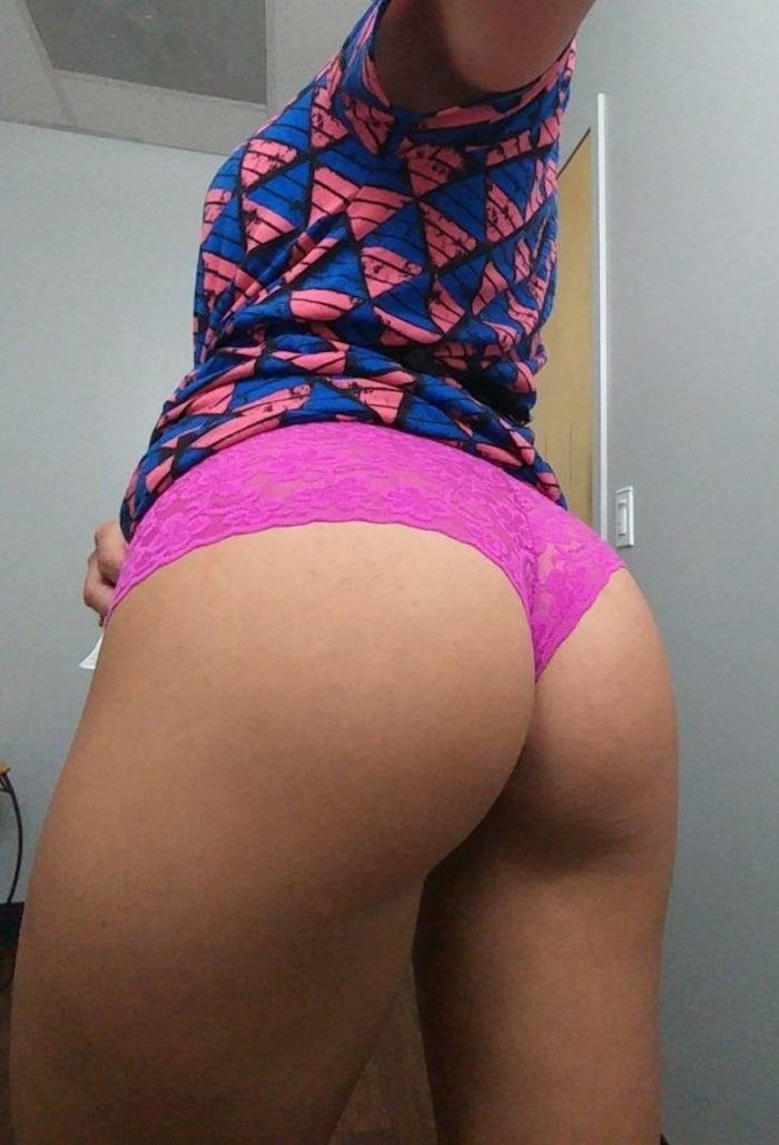 34 Girls Who Are Bored At Work