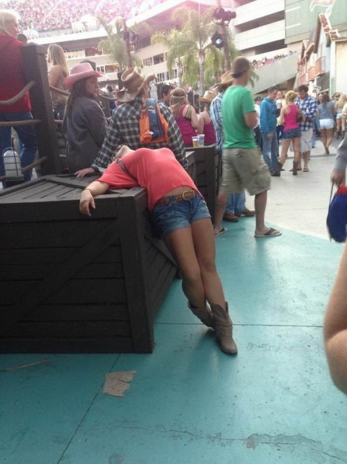 38 Photo Fails About Drunken Adventures Of People