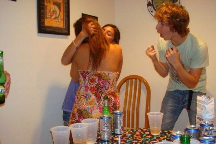 30 Very Awkward And Shameful Moments Caught On Camera