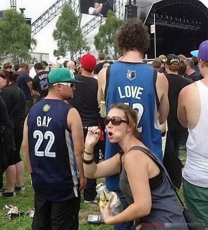 35 Very Shameful And Awkward Moments Caught On Camera