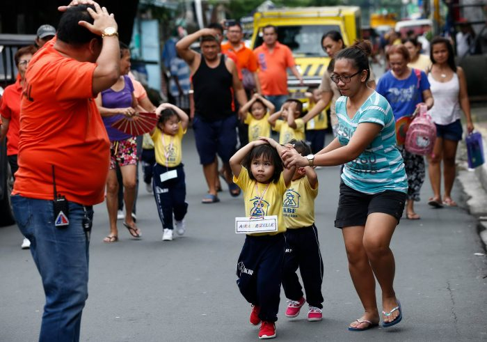 Daily Life In Philippines (27 Photos)