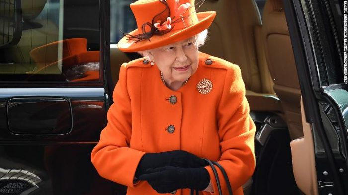 Queen Elizabeth posts on Instagram for the first time