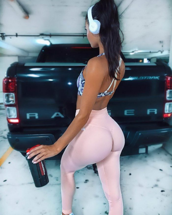 Girls In Yoga Pants You Must See (43 Photos)