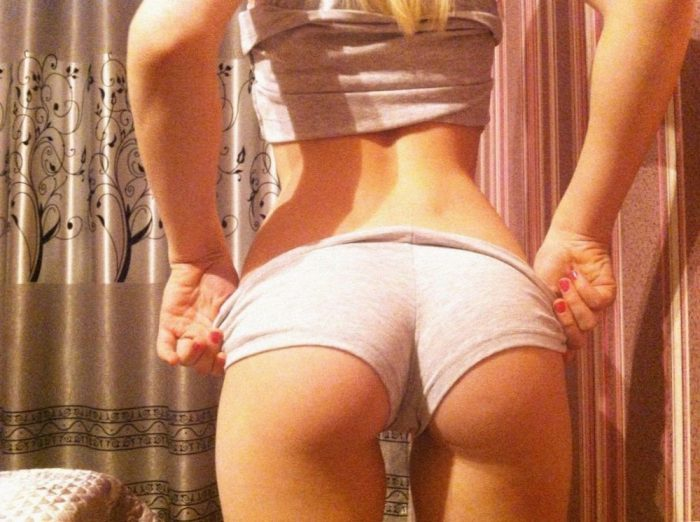 Cute Girls In Short Shorts (35 Photos + 4 GIFs)