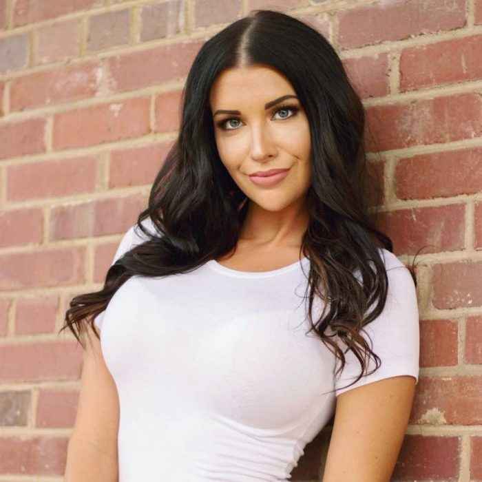 Hot Girls In White T-Shirts (35 Photos)