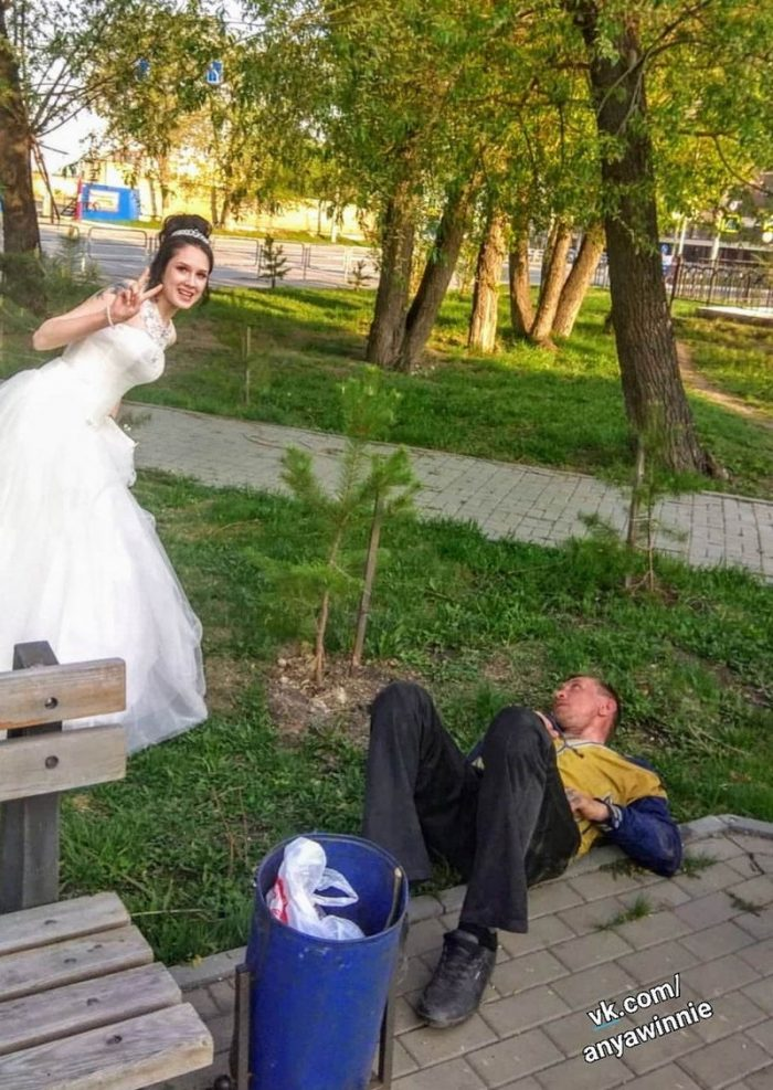 That Awkward Moment Caught On Camera (36 Photos)