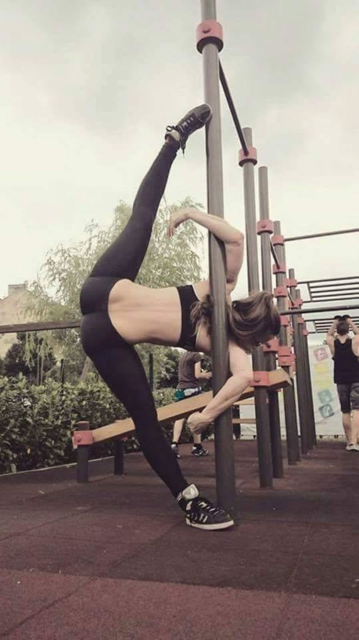 Flexible Girls Are Awesome (16 Photos)