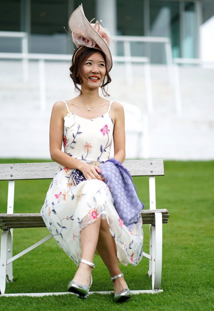 Ladies' Day At Epsom Downs Racecourse In England (40 Photos)