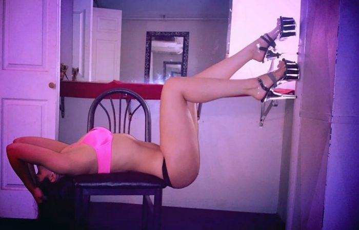 Stripper Locker Room Selfies (36 Photos)