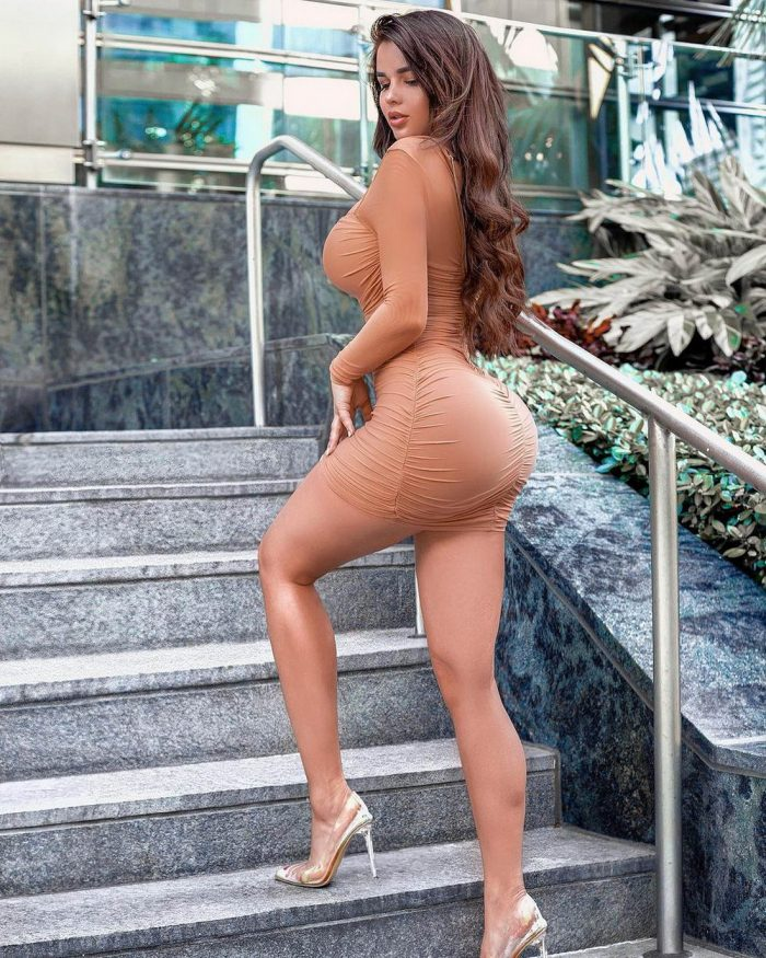 Girls In Tight Dress You Must See (41 Photos)