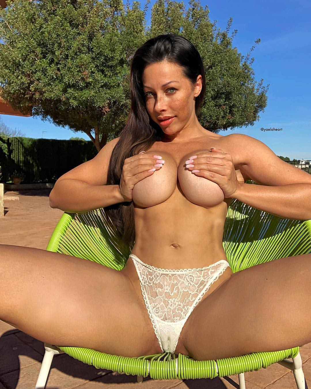 Dancer And Fitness Model Yaela Heart, The Queen Of Stretching (35 Photos)
