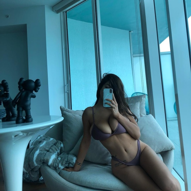 Instagram Model Danielley Ayala Sells Her Hot Photos For $ 1200 Per One (20 Photos)