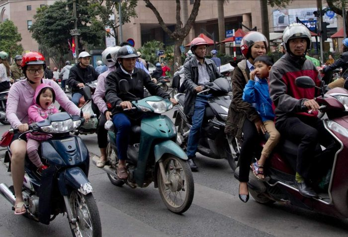 Daily Life In Vietnam (18 Photos)