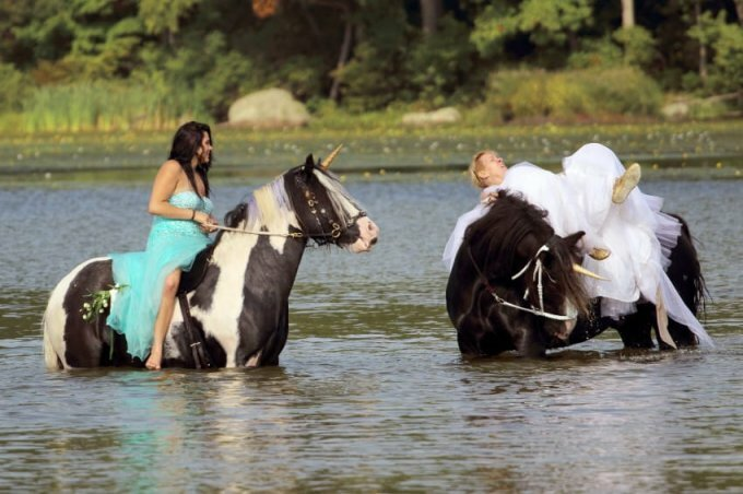 Tragically Awkward Wedding Photos (19 Photos)