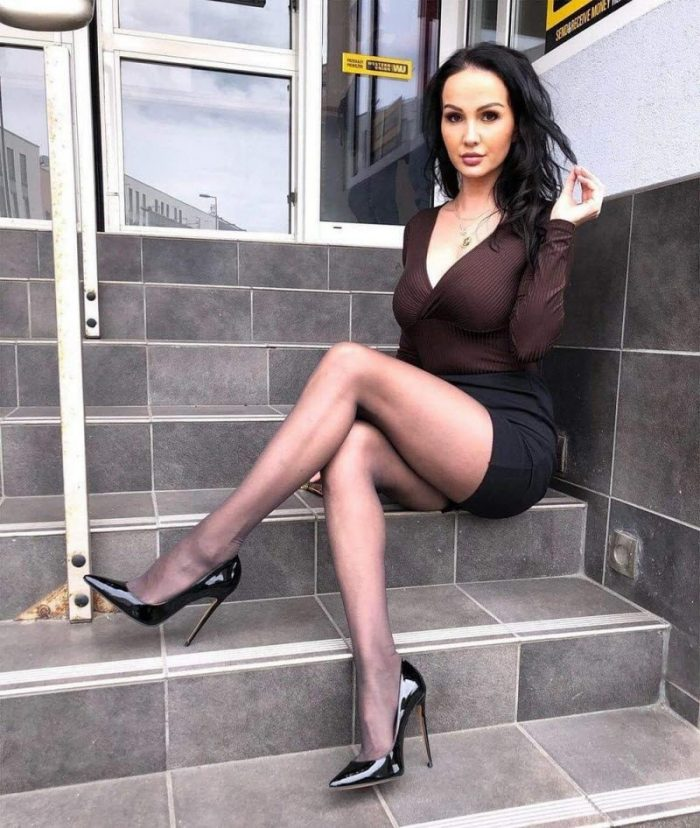 Girls In Tight Dress You Must See (35 Photos)