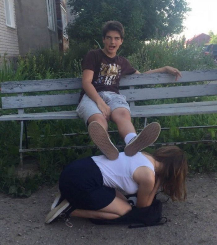 Most Embarrassing And Funny Awkward Moments Caught On Camera (36 Photos)