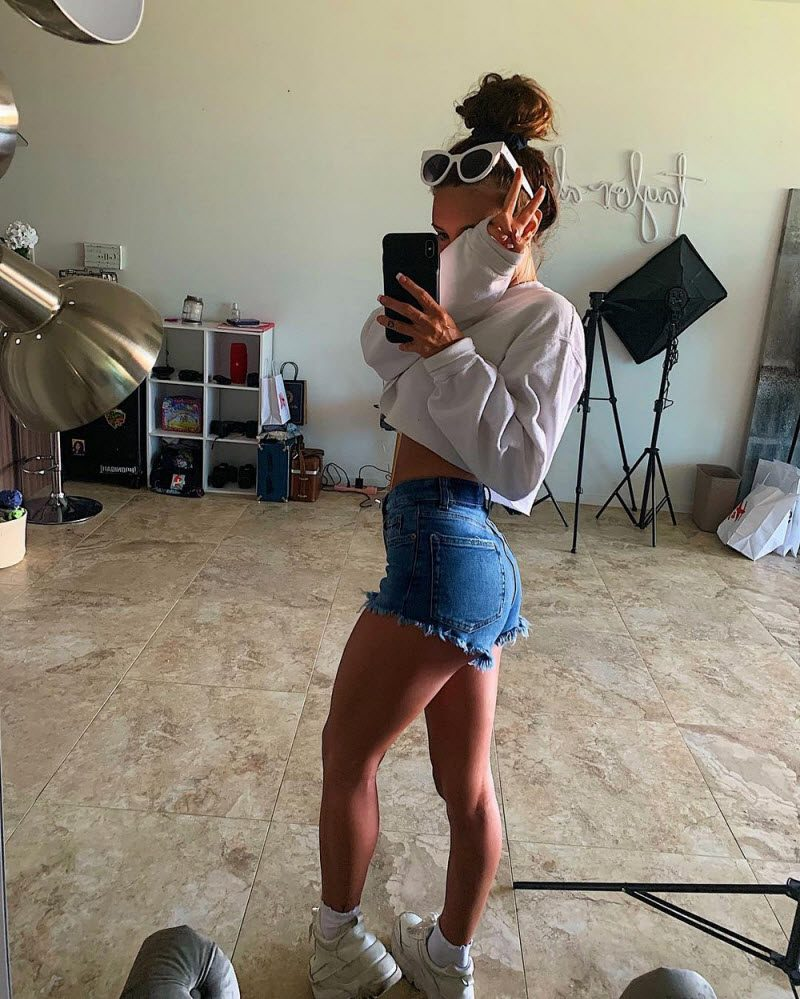 Pretty Girls In Tight Jeans And Shorts (33 Photos)
