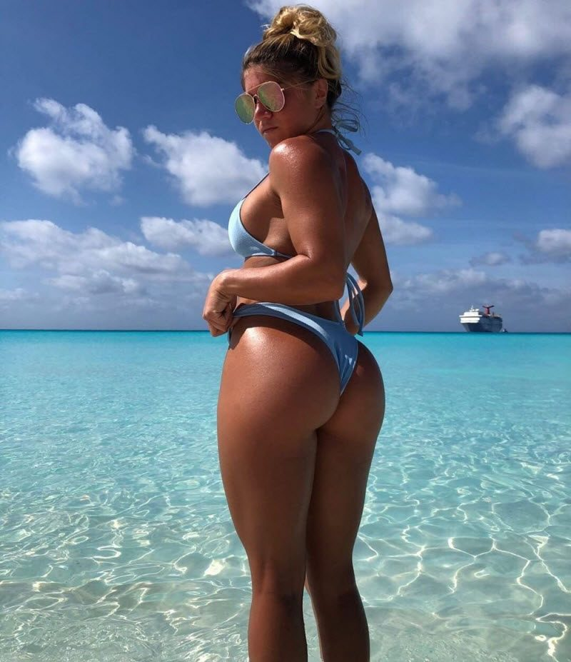 Hot Girls Like To Be A Wet (35 Photos)