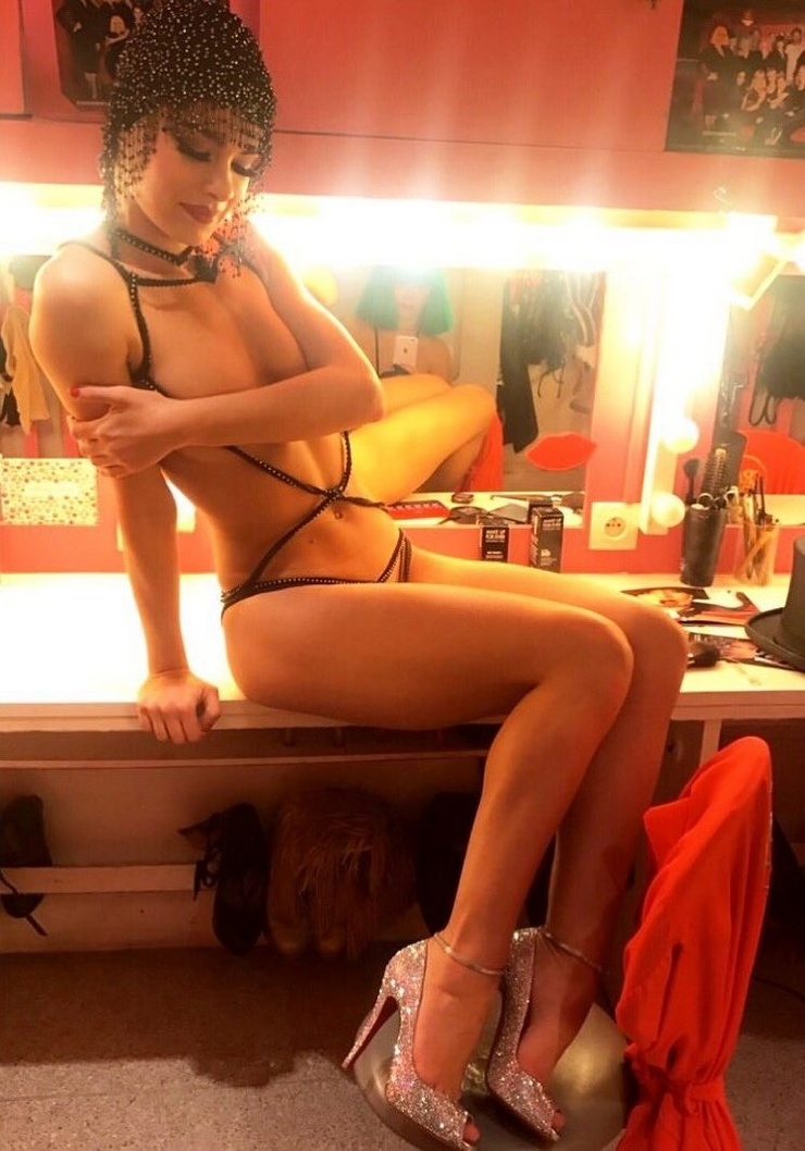 Behind The Scenes Of Parisian Crazy Horse Cabaret (30 Photos)