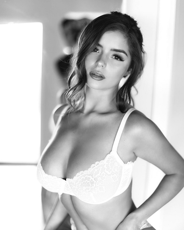 Nude Demi Rose Bewitched Subscribers With A New Photo (15 Photos)