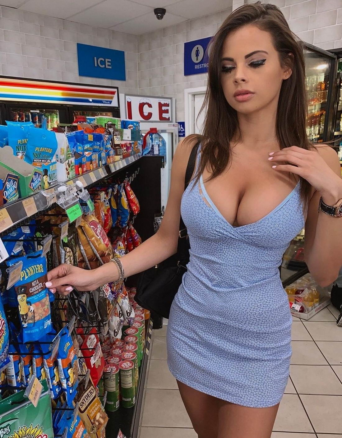 Pretty Hot Girls In Tight Dress (46 Photos)