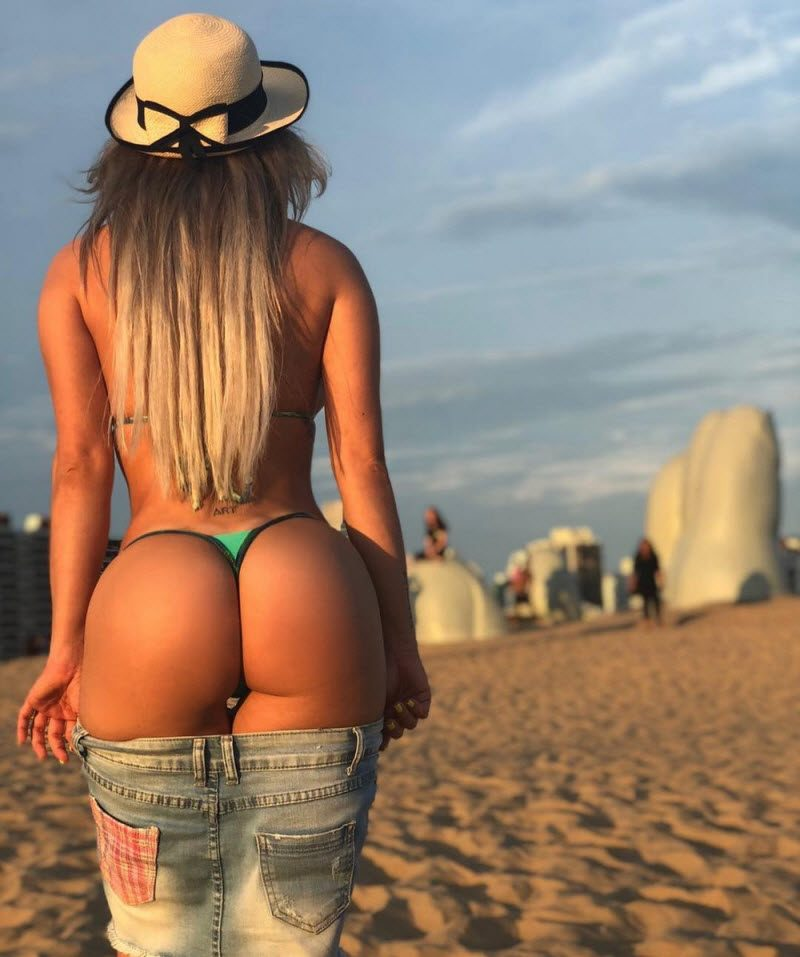 Pretty Hot Girls In Tight Jeans And Shorts (35 Photos)