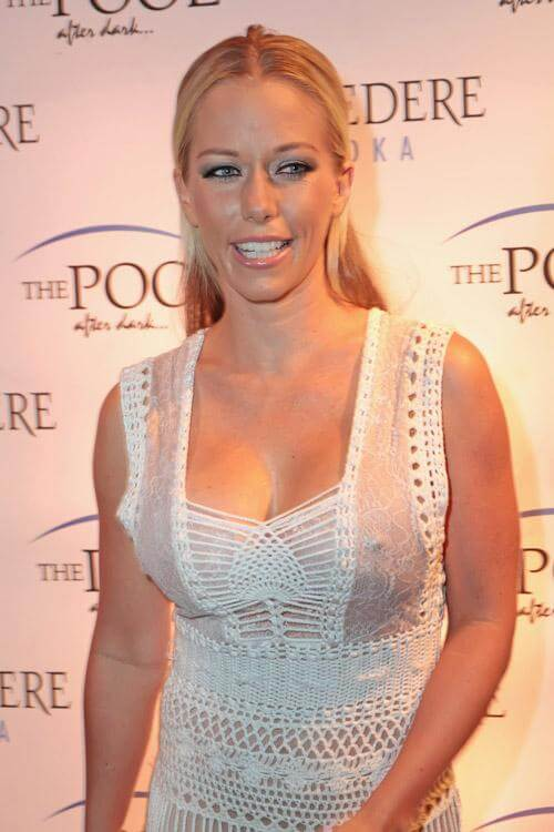 Kendra Wilkinson Hot Pictures And Fashion Style (49 Photos)