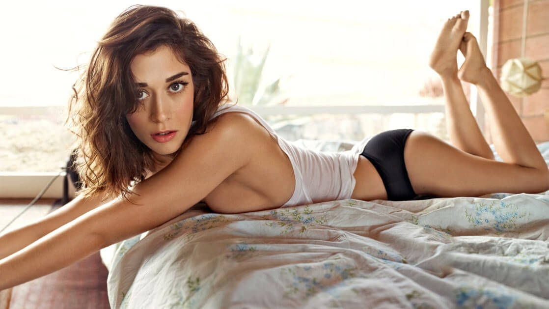 Lizzy Caplan Hot Pictures And Fashion Style (49 Photos)