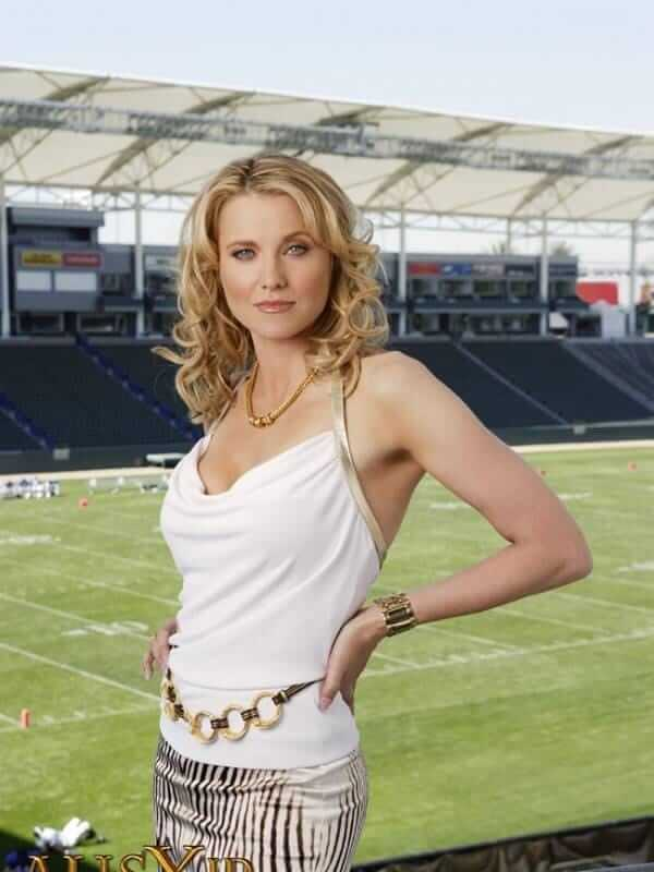 Lucy Lawless Hot Pictures And Fashion Style (49 Photos)