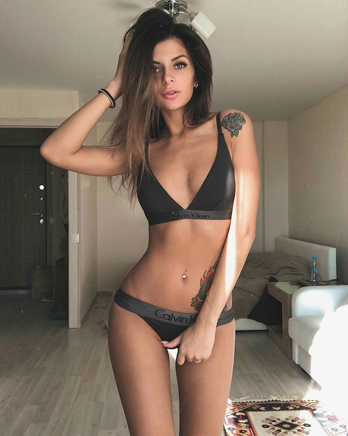 Pretty Hot Girls In Bikinis, Lingerie And More (100 Photos)