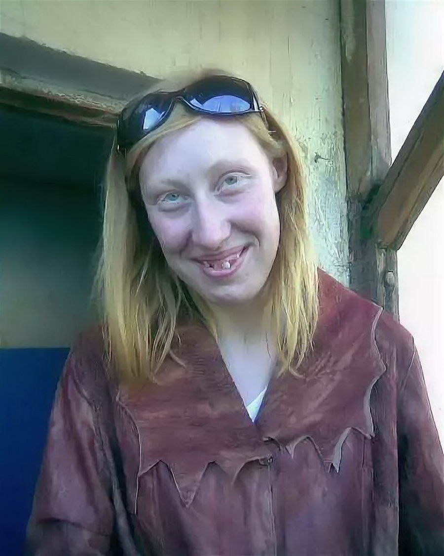 Ugly Girls Who Are Trying To Look Beautiful (62 Photos)