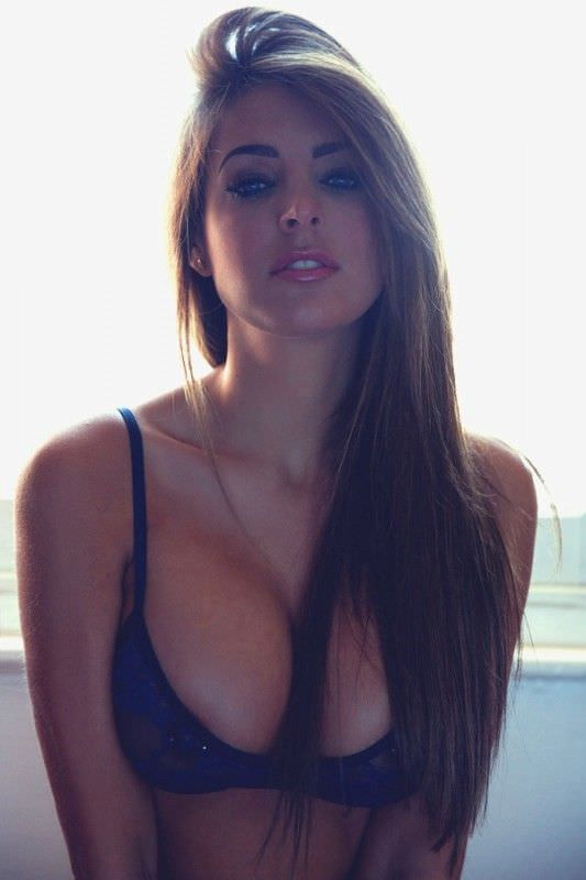 Pretty Hot Busty Girls (41 Photos)