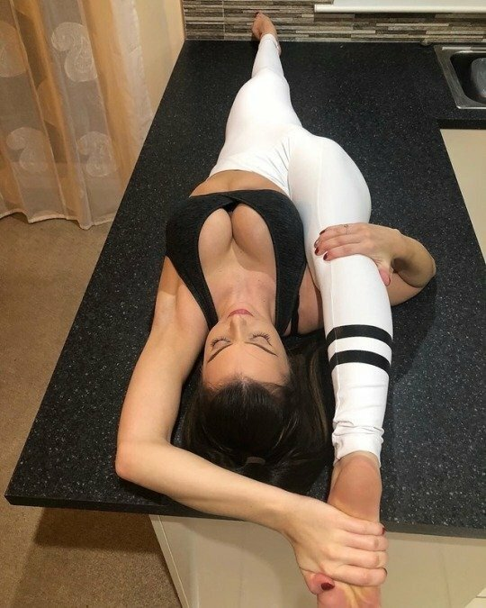 Flexible Girls Are Awesome (18 Photos)