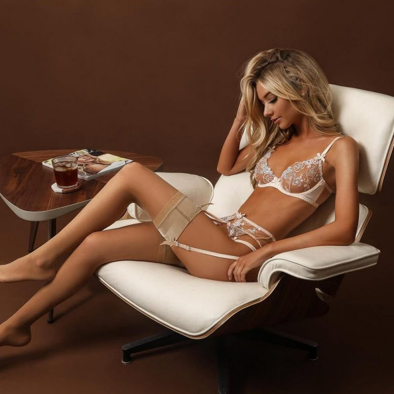 Pretty Hot Girls In Lingerie And Stockings (36 Photos)