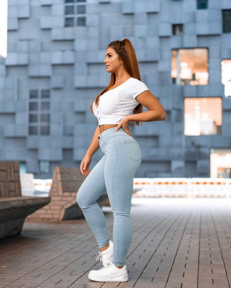 Pretty Hot Girls In Tight Jeans And Shorts (37 Photos)
