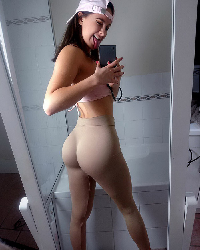 Pretty Hot Girls In Yoga Pants (44 Photos)