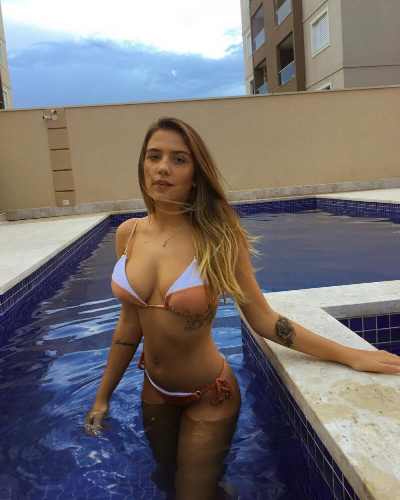 Pretty Hot Girls Like To Be A Wet (30 Photos)