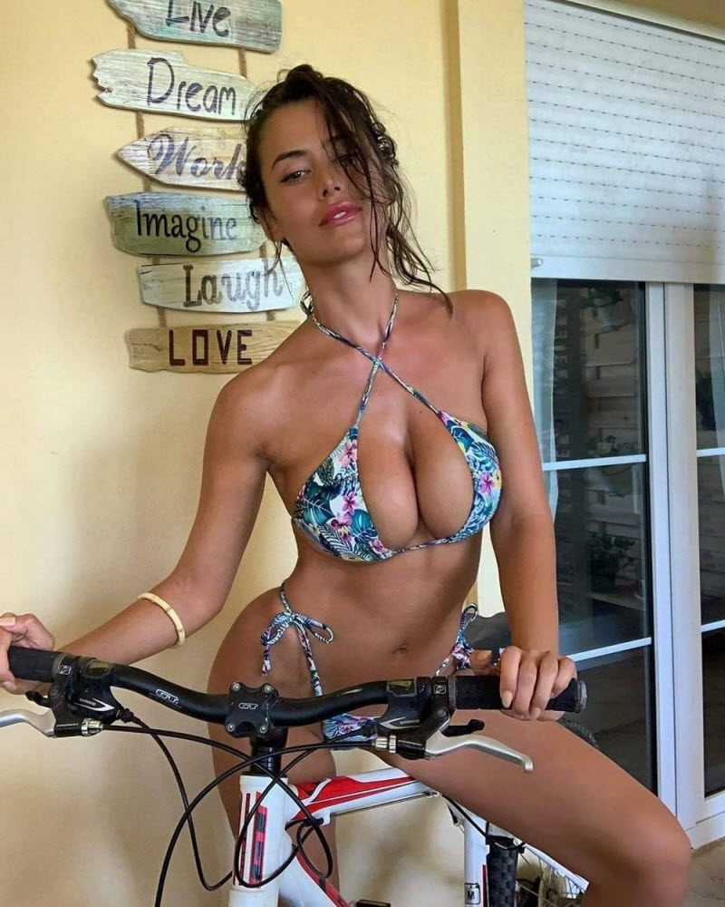 Funny Pictures With Pretty Hot Girls (38 Photos)
